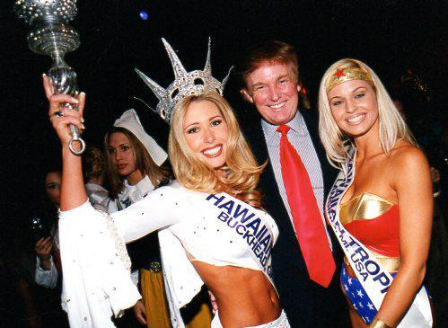 17trump- ***WARNING: LO RES, do not use for more than 1.75 columns *** Donald Trump, participating as a VIP guest at the 1998 Miss Hawaiian Tropic International Pageant. (Ron Rice)